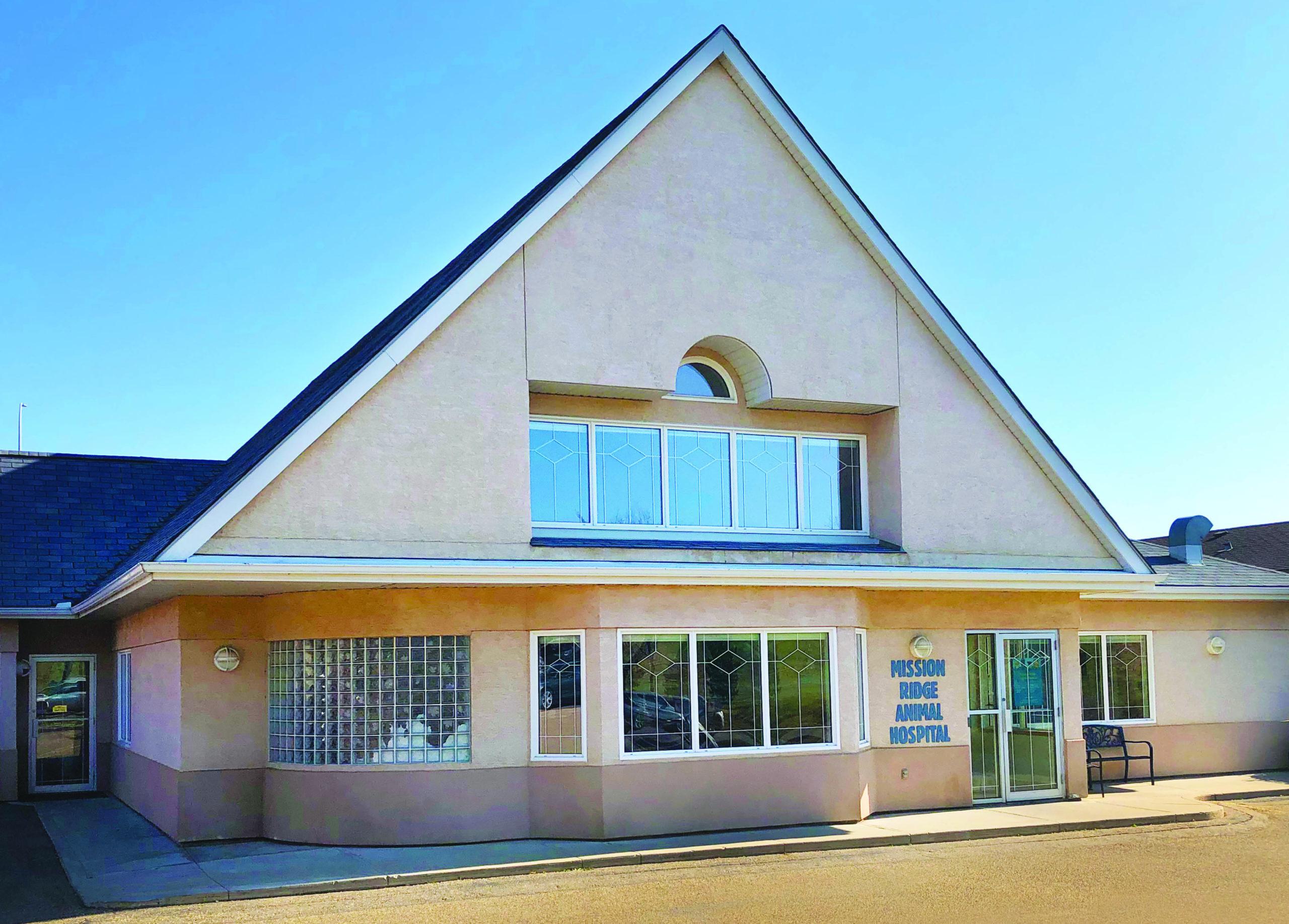 Building exterior of Mission Ridge Animal Hospital